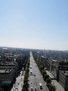 凱旋門からシャンゼリゼを.jpg