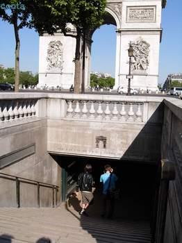 凱旋門への地下入り口.jpg