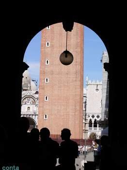 回廊から見た大鐘楼Ⅰ.jpg