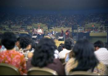 Elvis tour 1972 Nov  7.jpg